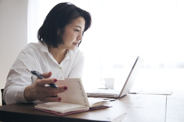 Lady with laptop at desk